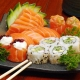 Um combinado de Sushi e Sashimi