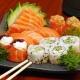 Um combinado de Sushi e Sashimi