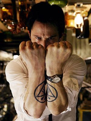 Bem, lembrando de Constantine, talvez seja melhor deixar o Keanu longe das adaptações por um tempinho...