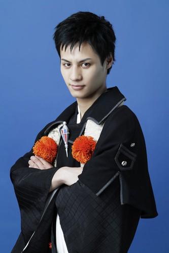 Taijiro Arakawa como Juzou Shima