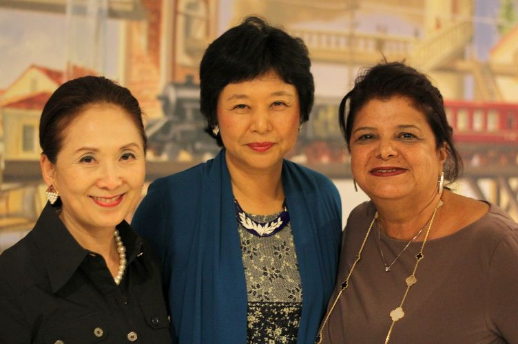 Empresria Chieko Aoki, consulesa Eiko Obe e Luiza Helena Trajano, presidente do Magazine Luiza