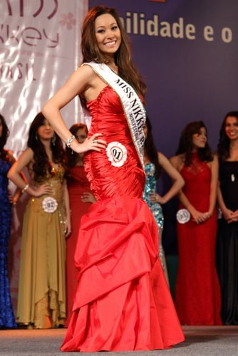Adrielle Ariosi Iwai  a Miss Nikkey 2012