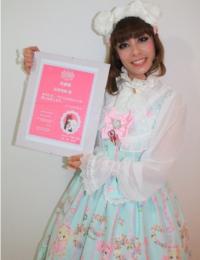 O certificado de Embaixadora Kawaii do Brasil foi enviado pela embaixadora Kawaii do Japão, Aoki Misako