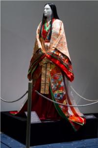 Réplica de um quimono de doze camadas