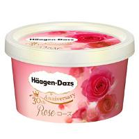 Sorvete com calda de rosas