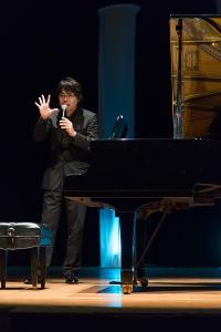 Nakayama aprendeu a tocar piano com cinco anos de idade