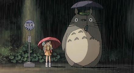 Cena de Meu Amigo Totoro que serviu de referência para a construção do boneco