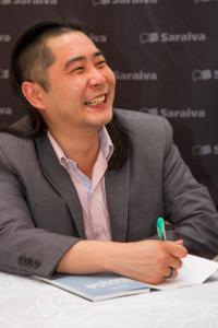 Celso Ishiy lança o livro 'Guia Prático do Saquê', pela editora JBC