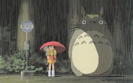 Cena em que Satsuki e Mei encontram Totoro no ponto de ônibus