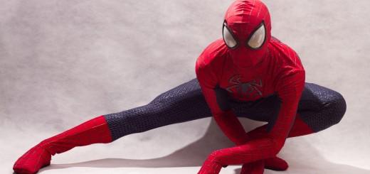 Matheus Gaspar interpreta Homem-Aranha do filme O Espetacular Homem-Aranha 2