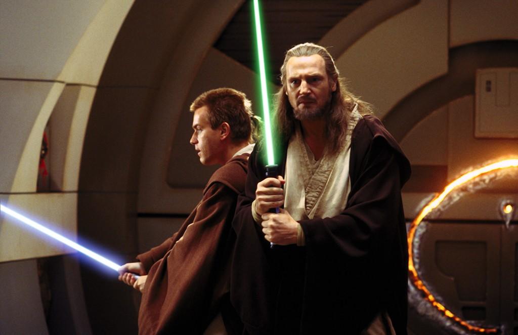 Alunos aplicados: Ewan Mcgregor (Obi-Wan Kenobi) na posição chudan-no-kamae, e Liam Nesson (Qui-Gon Jinn) bem próximo da posição hasso-no-kamae
