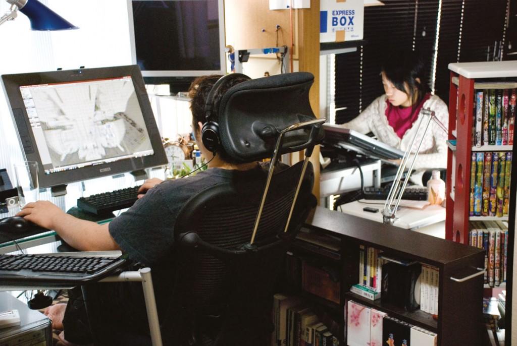 O silencioso ambiente de trabalho do desenhista e seus assistentes