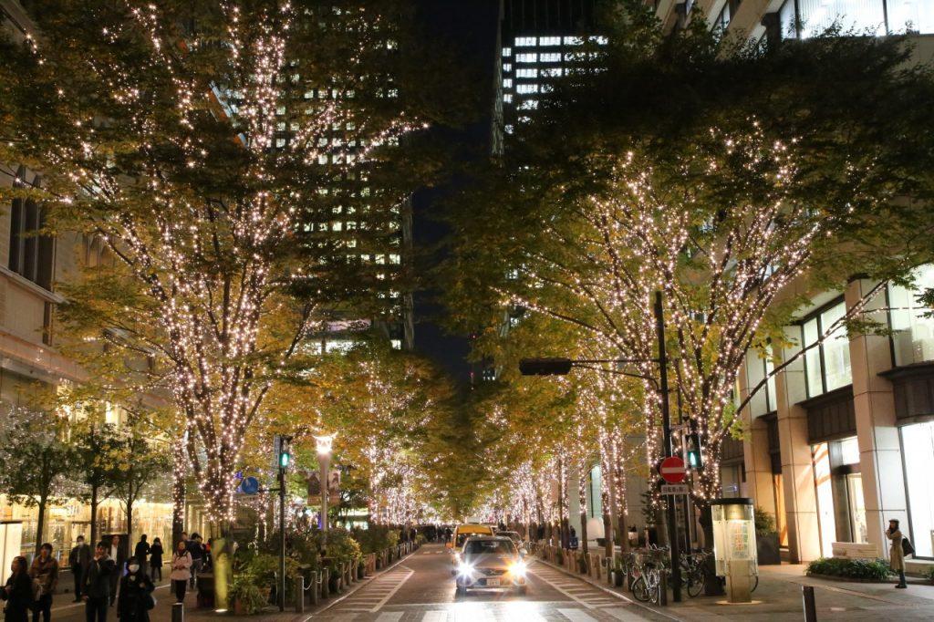 Iluminação ao longo da rua Nakadori