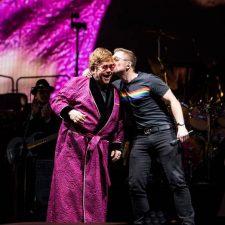 Astro de 'Rocketman' se junta a Elton John no palco para dueto