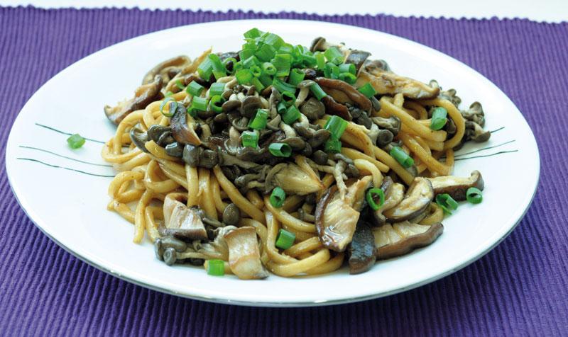 yakiudon-de-cogumelos-full