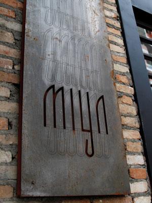 miya-placa-fachada-m