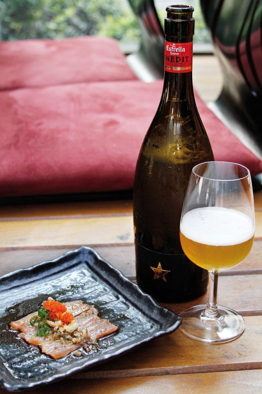 Estrella Damm Inedit: garrafa-design e harmonização versátil