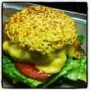 Que tal um hambúrguer gourmet à moda japonesa?