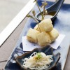O aguedashi tofu é temperado com dashi feito à base de legumes