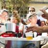 Odeng é um esopado servido com massa de peixe no espeto