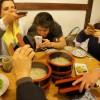 Registrando o kama udon, para aquecer a noite fria, no Issa