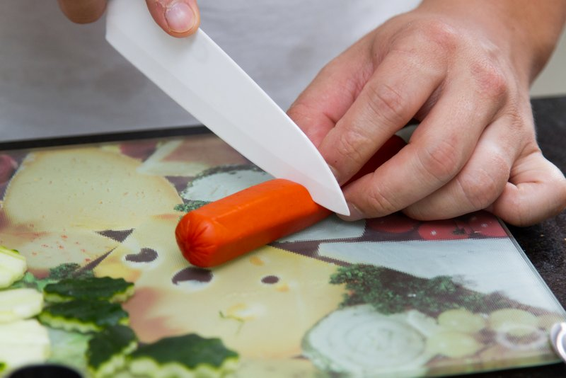 Corte a salsicha na metade