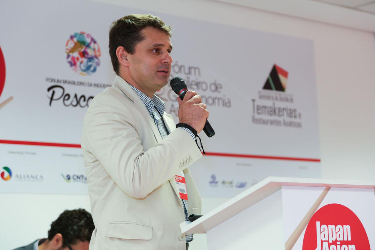 Rodrigo Joaquim, do Grupo 5, apresentou a logística de distribuição para restaurantes