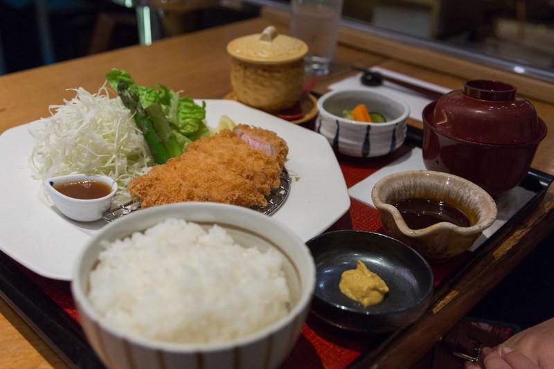 Tonkatsu Teishoku do restaurante OOTOYA
