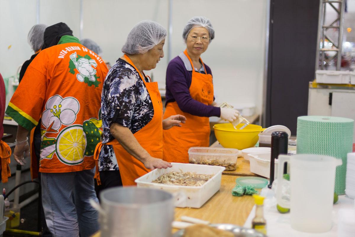 Voluntárias da Associação de Oita - Festival do Japão - Oita