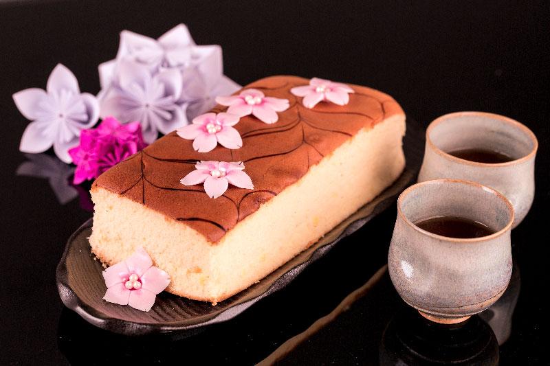 Decoração com flor de sakura de pasta americana