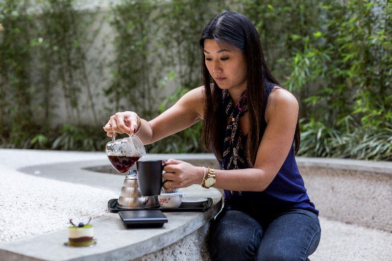 Minori Nagai, do Imi Cafe ensina as técnicas para fazer um café coado na Hario V60