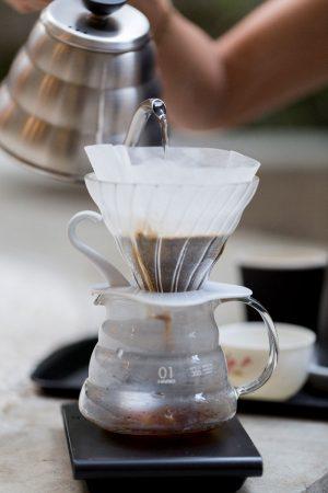 Café coado na Hario V60
