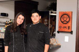 Lucas, 23, e Daniela, 24, são os responsáveis pela administração e operação do restaurante