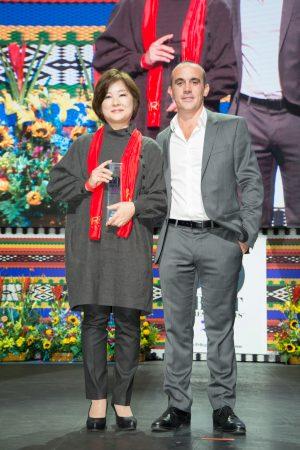 Saiko Izawa recebe o prêmio de Melhor Confeiteira da América Latina de 2017