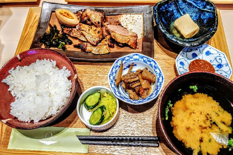 Teishoku do Ikkon Sansai, em Tokyo