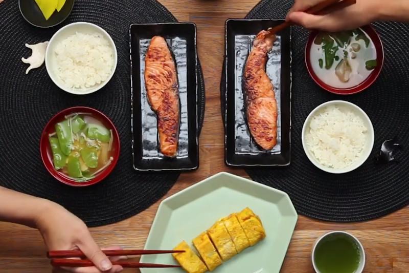 Café da manhã tradicional japonês