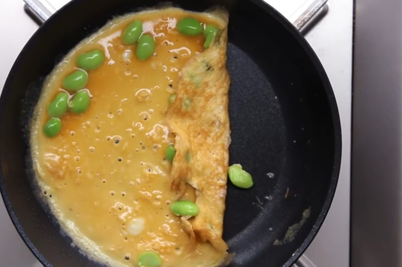 Omelete com edamame