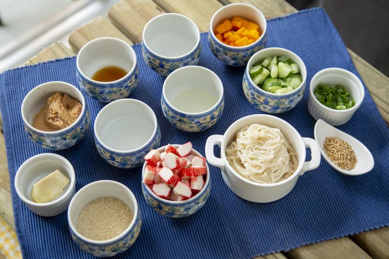 Separe os ingredientes para fazer o macarrão somen com missô - receita macarrão somen