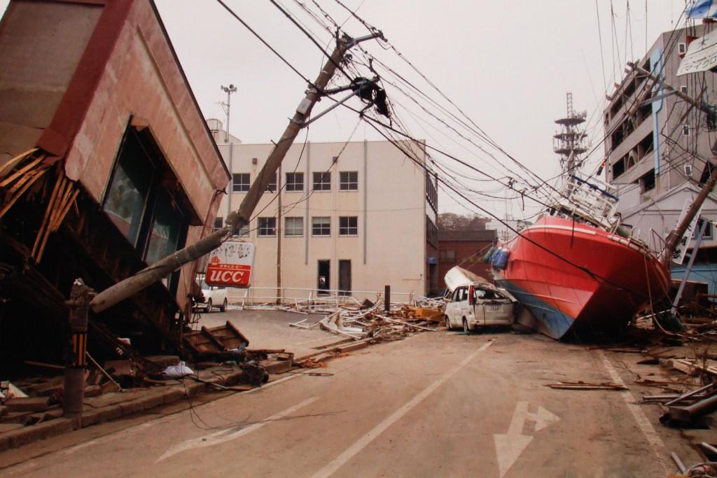 Destruição no centro comercial da cidade de Ishinomaki, em Miyagi