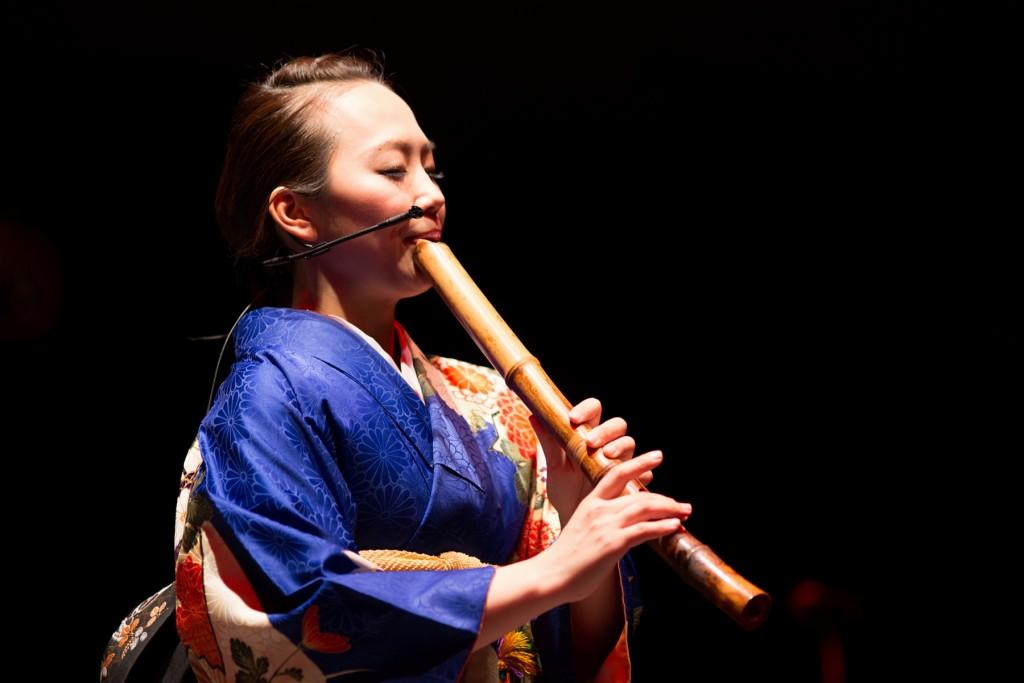 Yoshimi Tsujimoto toca shakuhachi desde os 16 anos
