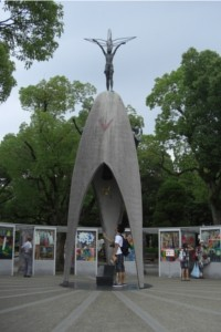 Monumento em homenagem à Sadako Sasaki, no Parque do Memorial da Paz, em Hiroshima
