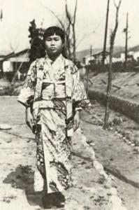 Sadako recebeu autorização especial para sair do hospital, para participar da formatura da escola