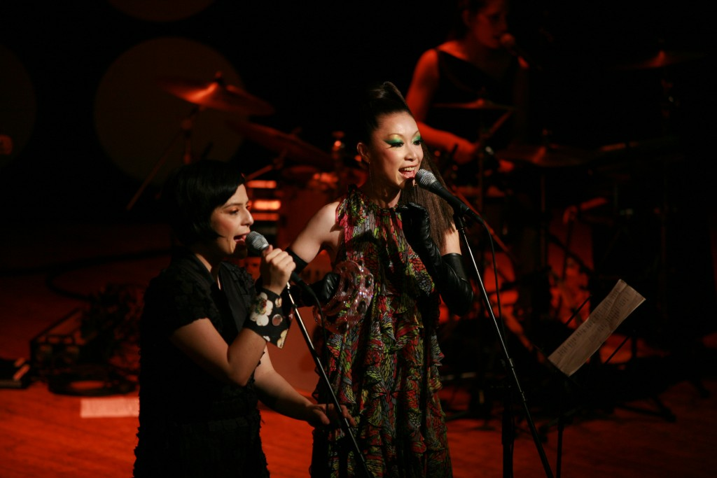 #Brasil-Japão: Nova parceria entre as cantoras Fernanda Takai e Maki Nomiya