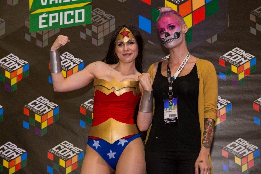 As juradas convidadas Lady Lemon e Emily Anderson entregaram os prêmios aos vencedores do Concurso Cosplay Experience