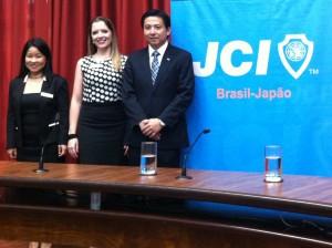 Márcia Nakano (vice-presidente individual), Camila Kawauchi (presidente gestão 2015) e Shodi Nomura (presidente gestão 2016)