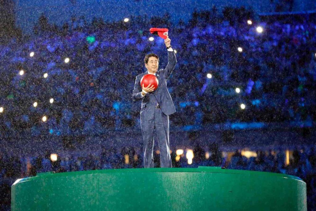 Shinzo Abe aparece vestido de Mário na cerimônia de encerramento das Olimpíadas de 2016