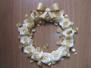 Guirlanda dourada de flores