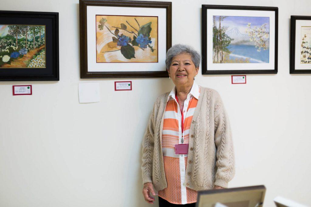 A artista plástica Alice Imai trouxe a técnica do Oshibana-e para o Brasil