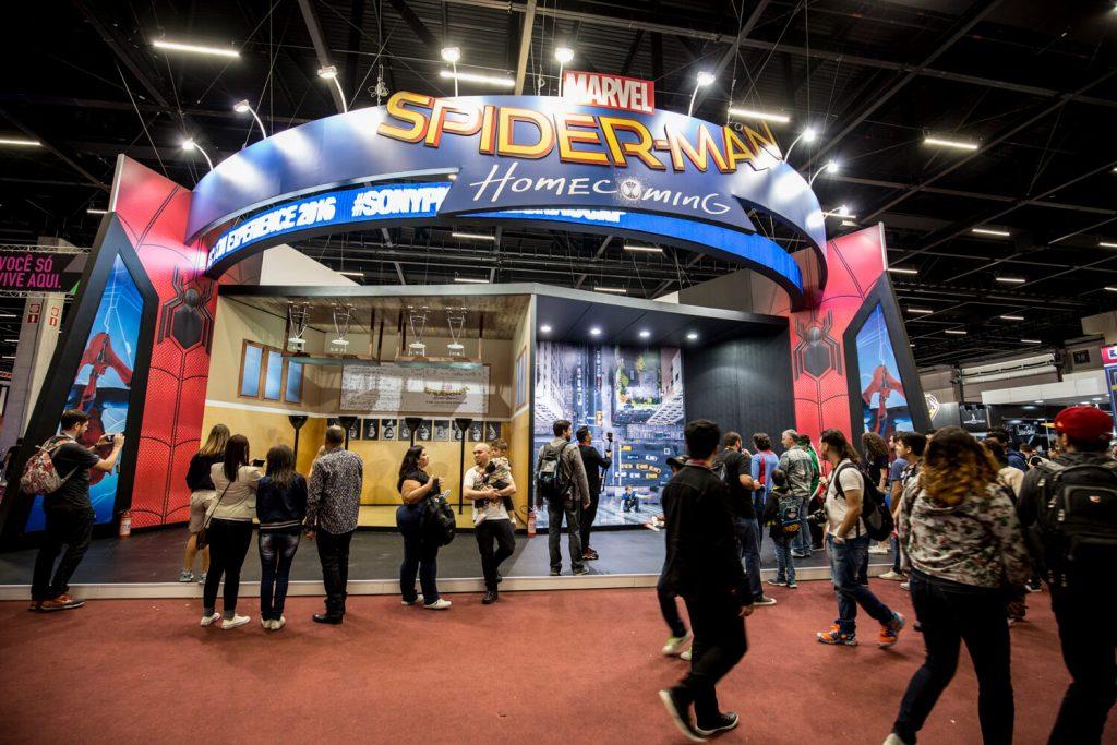 Cenários  de Spider-Man: Homecoming no estande da Sony Pictures