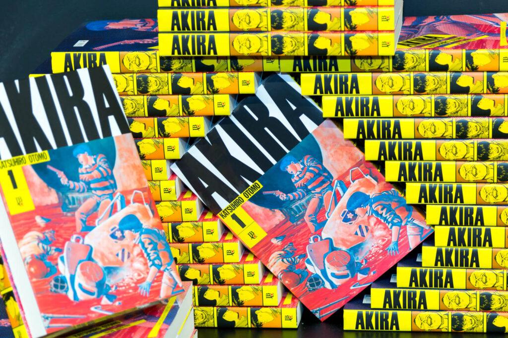 lançamento do mangá Akira